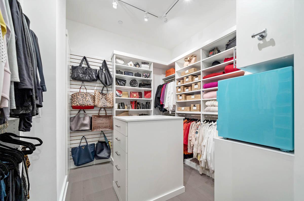 Deluxe island master closet